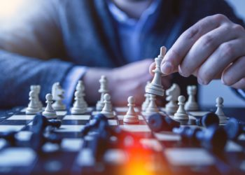 playing-chess-strategy